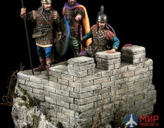 CHM-54021 Chronos Miniatures 54mm Byzantine warriors,10-11 century. 3 Fig.and of fragm. the fortress wall