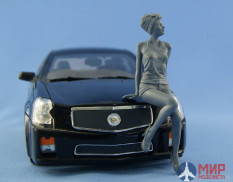 NS-F18001 North Star Models 1/18 Фигура Girl sitting on the hood (resin unpainted figure)
